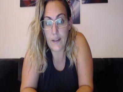 Elisaradio's Cam, Photos, Videos & Live Webcam Chat on Cam4